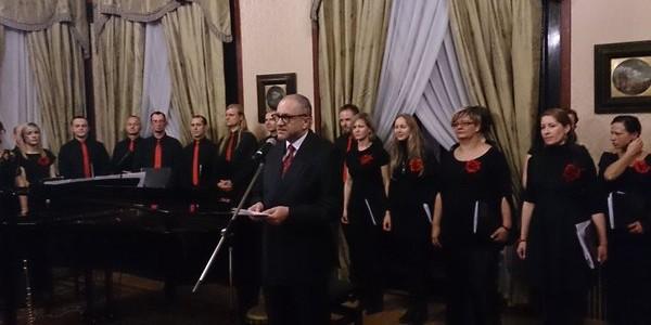 Senza Nome sings carols at Polish Embassy in London